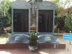 Khuôn viên nhà thờ họ Ngô ở Nghệ An: chính giữa là khoảng sân rộng đặt các bia tiến sĩ trên lưng cụ rùa, mô phỏng bia đá tại Quốc Tử Giám. (Ành từ baoxaydung.com.vn
