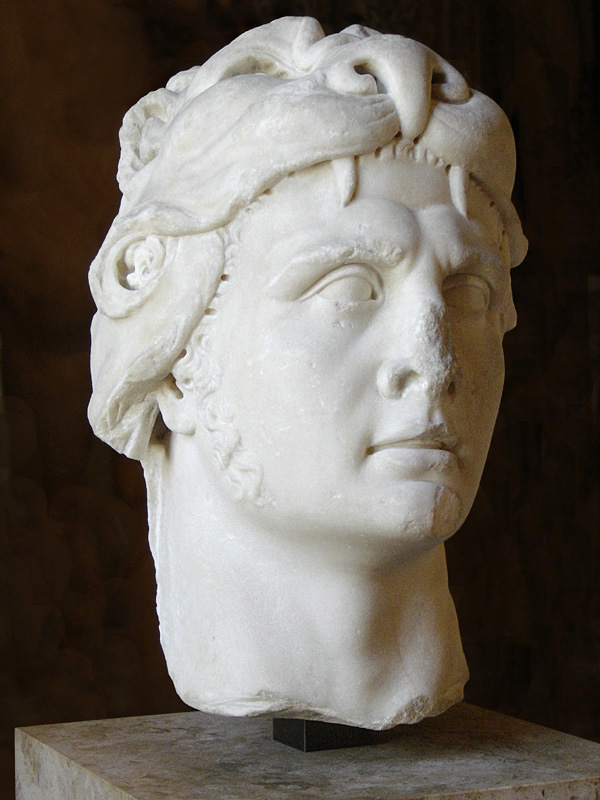 Tượng của vua Mithradates VI ở viện bảo tàng Louvre, Pháp