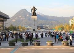 Tượng Lý Thuấn Thuần tại quảng trường Quảng Hòa Môn. (Ảnh từ webzine.sticho.co.kr)
