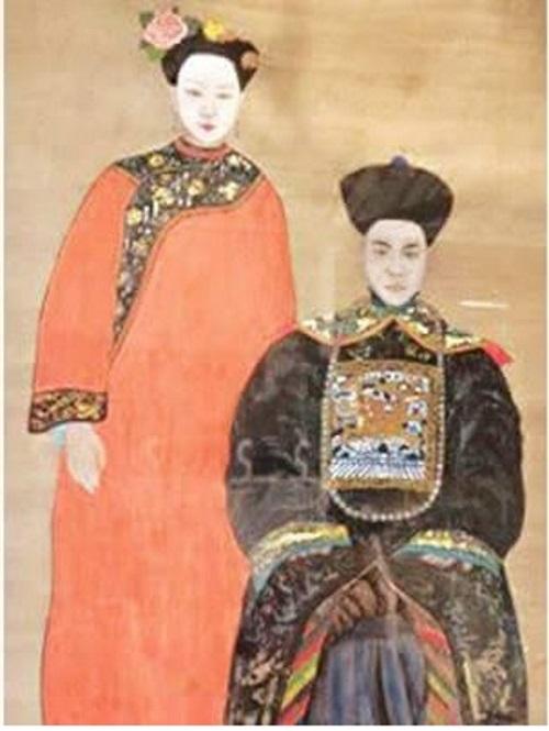 Vợ chồng Trịnh NHất Tẩu và Trương Bảo Tử lúc mới nhận chiêu an. Ảnh facebook.com