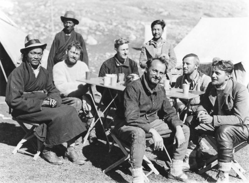 Tháng 1/1943, nhóm thám hiểm 5 người do vận động viên leo núi Heinrich Harrer dẫn đầu đã bí mật khởi hành đến Tây Tạng. (Ảnh: epochtimes.com)