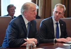 Tổng thống Donald Trump và Thứ trưởng quốc phòng Patrick Shanahan. Ảnh  WASHINGTON POST