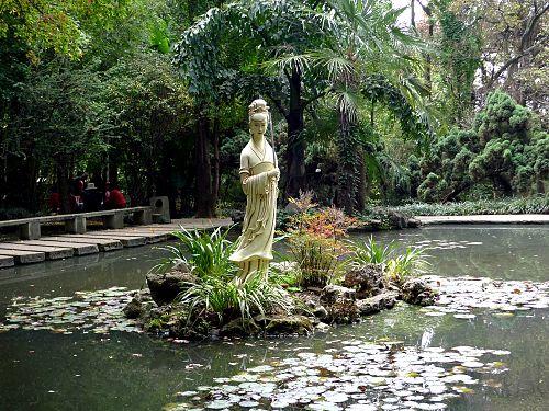 Tượng Trần Viên Viên tại Thái Hòa Cung Kim điện, Côn Minh.