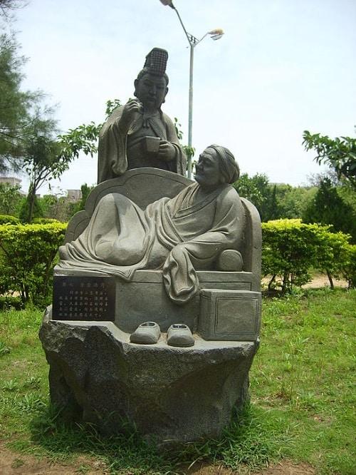 Tượng Hán Văn Đế chăm sóc mẹ. (Ảnh từ wikipedia.org)