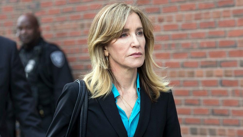 Nữ diễn viên Felicity Huffman cùng các phụ huynh liên can khác đều bị buộc tội hối lộ và gian lận thi cử. (Ảnh: Shutterstock)