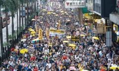 Người dân Hồng Kông xuống đường phản đối dự luật dẫn độ đào phạm sang Trung Quốc (Ảnh: Epoch Times)