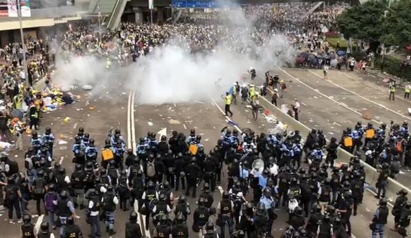 Ông Quý cũng chỉ trích mạnh mẽ các chiến thuật mà ĐCSTQ sử dụng để đàn áp các cuộc biểu tình chống luật dẫn độ ở Hong Kong. (Ảnh: Wikimedia)