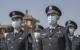 Cảnh sát Trung Quốc đeo khẩu trang ở nhà ga Bắc Kinh ngày 4/4/2020. (Ảnh: Kevin Frayer/Getty Images)