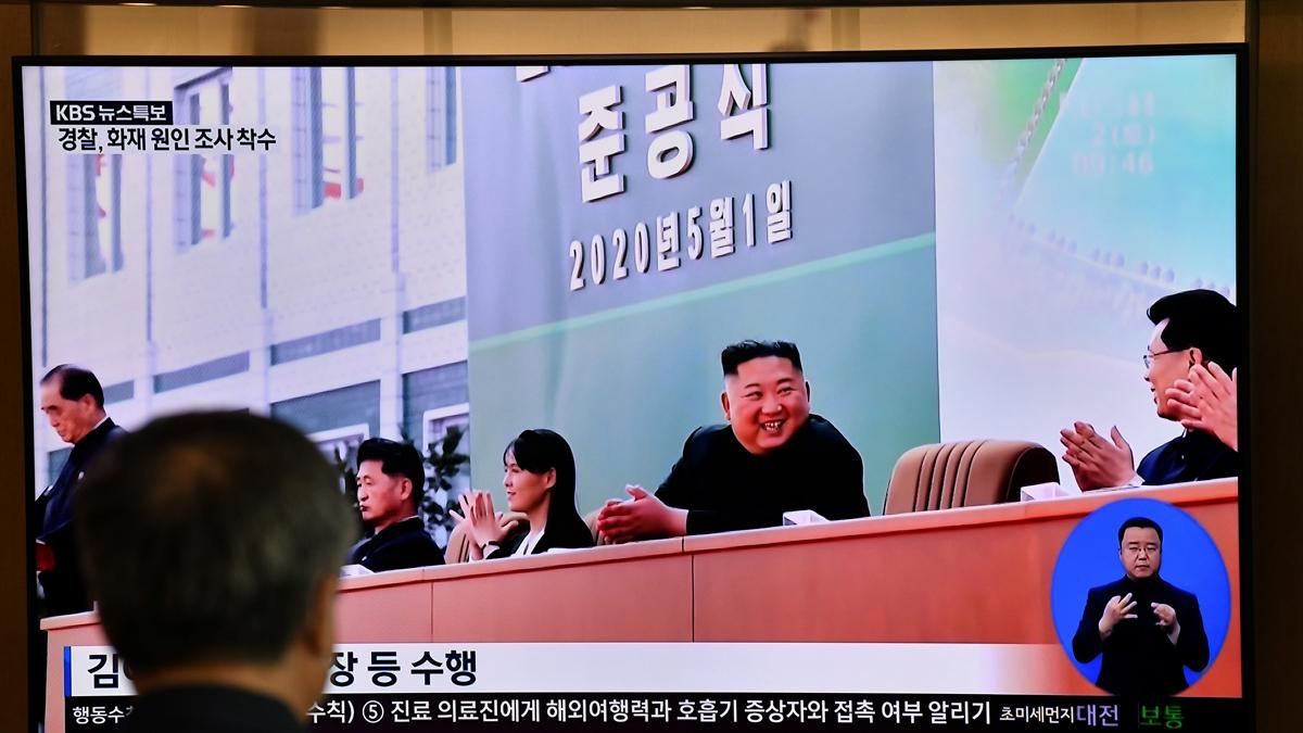 Để chứng minh đây là một bức ảnh mới, dường như hậu cảnh cố tình in đây là ngày 01 tháng 05. (Ảnh qua NTDtv.com)
