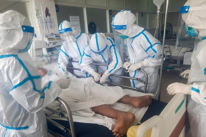 Ảnh minh hoạ: Điều trị bệnh nhân Covid-19 trong bệnh viện dã chiến ở Bạch Mai. (Nguồn ảnh: Bệnh viện Bạch Mai)