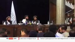 Đại diện Taliban trong cuộc họp báo đầu tiên. Ảnh từ youtube, kênh Sky news